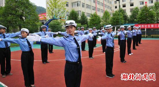 咸丰交警强化训练迎国庆