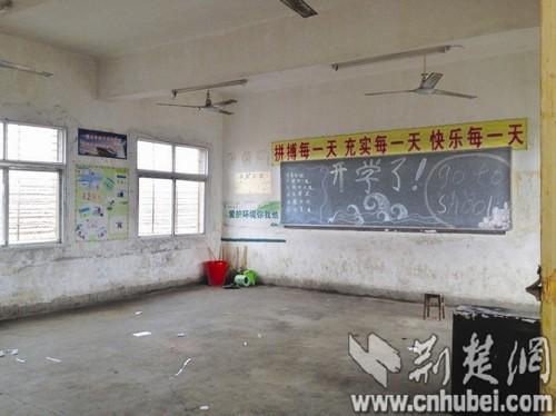 大连新闻网湖北一小学老师引发搬迁分歧300高中校区汉川收入图片