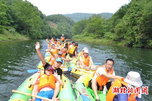 湖北新闻网 绿林山风景区鸳鸯溪漂流率先盛装开漂