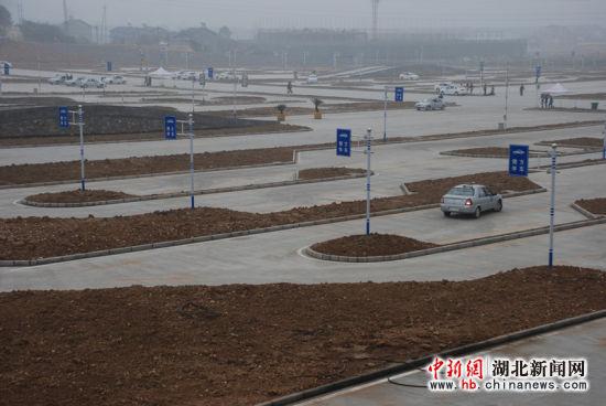 湖北新闻网湖北最大驾考中心小型技能汽车二风女科目详解图片
