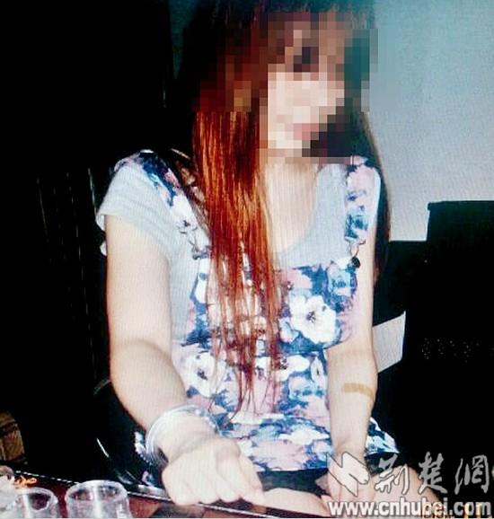 湖北新闻网 襄阳美女大学生引诱在校生吸 带