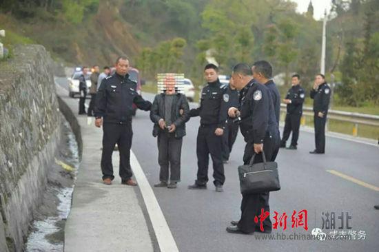 中新网湖北 咸丰警方8小时破获一起交通肇事逃逸案