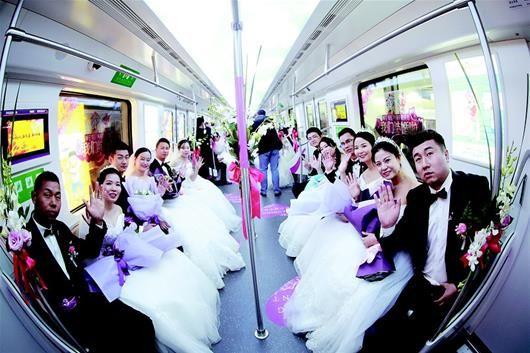 金沙网上娱乐场:拉风!21位地铁建设者乘地铁迎娶新娘