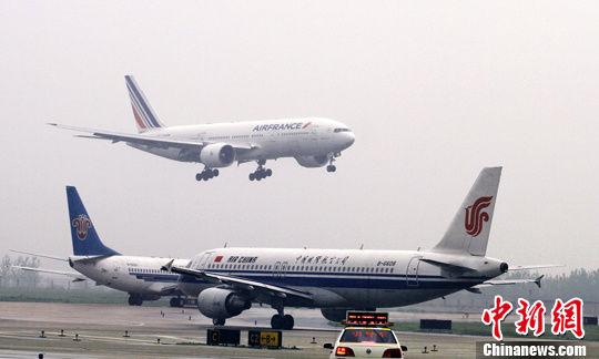 我选择大通彩票的网址是什么:武汉天河机场因降雪关闭_两百余航班取消