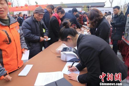 """北京赛车pk10稳赢神器:武汉""""乡村振兴""""结硕果_千余村民享520万元""""红包"""""""
