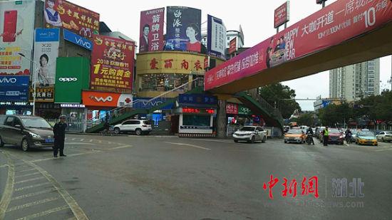 金沙国际华人娱乐平台:利川交警春节安保纪实