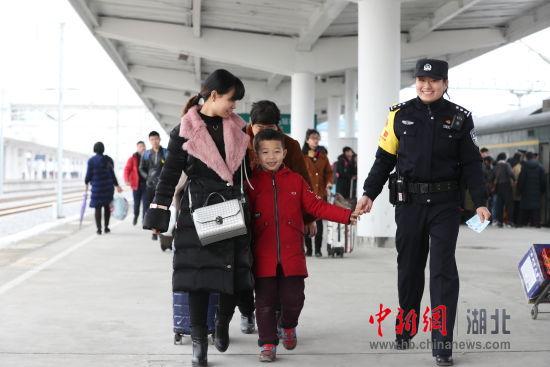 金沙线上娱乐场导航:春运期间武汉铁路警方寻回19名孩子5名老人