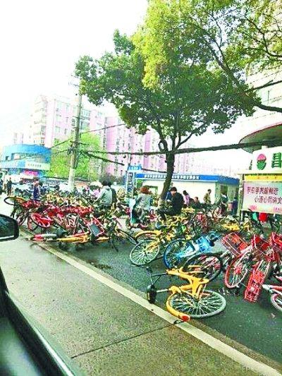 皇家彩票网平台可以吗:闲置车辆挤占公共资源_武汉酝酿减少共享单车数量