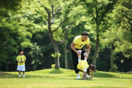 时时彩官方开奖视频:刘�u宏回复网友提问_鼓励家长与孩子多互动