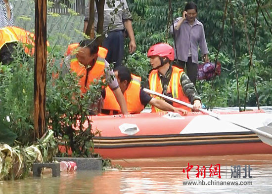北京急速赛车彩票:咸丰县消防中队队员抗洪抢险危难关头显担当