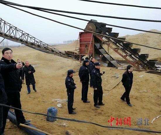 襄州公安重拳打击非法采砂 净化河道生态环境