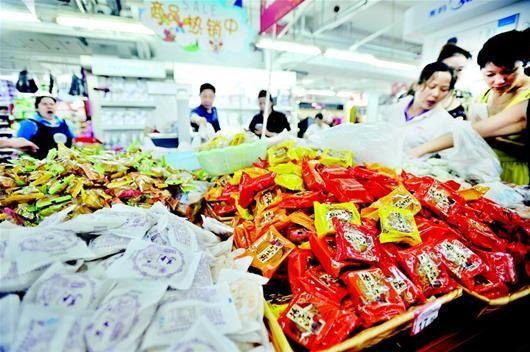 过季月饼去哪了 超市低价清货临期库存将卖给养殖场