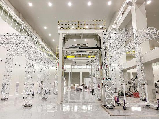 中国首条卫星智能生产线在汉试运行