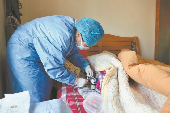 护士上门护理 江城多家医院启动延续护理服务